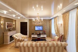 натяжной потолок в гостинную